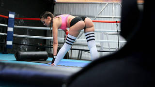 Boxing hottie with round ass fucks in the ring