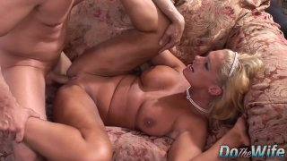 Bombshell wife Angela Aspen has an incendiary fuck while hubby watches