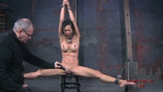 Disgraceful Asian hooker Tia Ling makes a perfect leg split