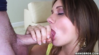 Chrissy Greene plays with fat rod using mouth