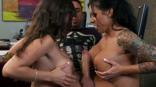 Mason Moore & Alexis Breeze take part in hot threesome.